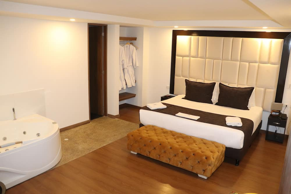 Luxury Suite, 1 King Bed, Non Smoking, City View - Guest Room
