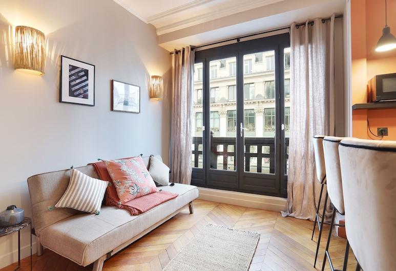 Charming and new apartment centre de Paris (Réaumur), Paris, Basic Apartment, Living Room