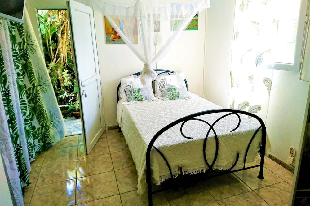 Studio in Fort-de-france, With Wonderful City View, Enclosed Garden and Wifi - 10 km From the Beach