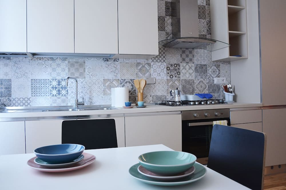 Double Room (Private External Bathroom) - Shared kitchen facilities
