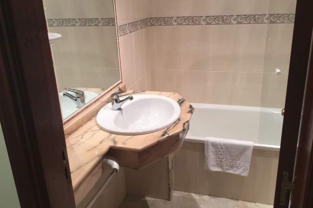 Standard Δίκλινο Δωμάτιο (Double), Μπάνιο στο δωμάτιο - Μπάνιο