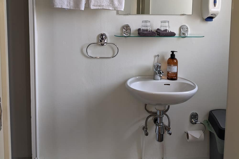 Vienvietis kambarys, atskiras vonios kambarys - Vonios kambarys