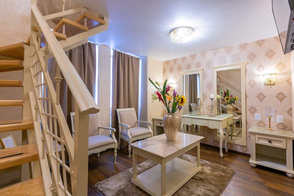 Suite (Master) - Living Area