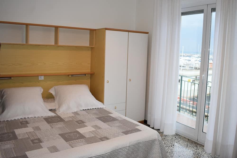 Kambarys (1 dvigulė / 2 viengulės lovos), vaizdas į jūrą - Svečių kambarys