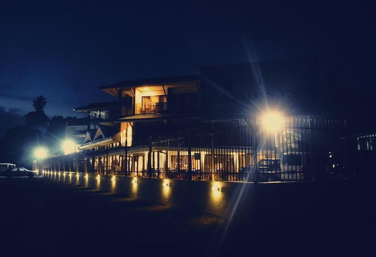 難比斯旅館, 馬丹, 酒店入口 - 夜景