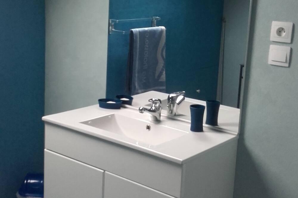 Quadruple Room (Les bleuets) - Bathroom Sink