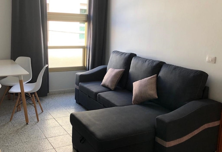 Increíble apartamento, 6 pax, TABLERO 3, cerca Playa Inglés, San Bartolome de Tirajana, Basic Apartment, 2 Bedrooms, City View, Living Area