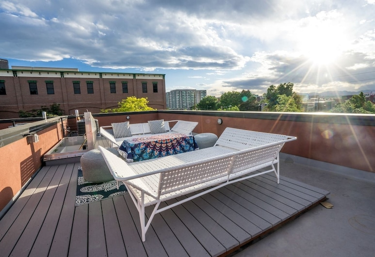 The Larimer Life - New Space With Rooftop in Rino, Denver, Svalir