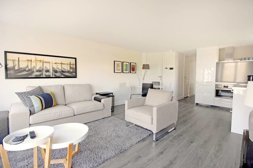 Apartment, 3 Bedrooms (2D) - Living Area