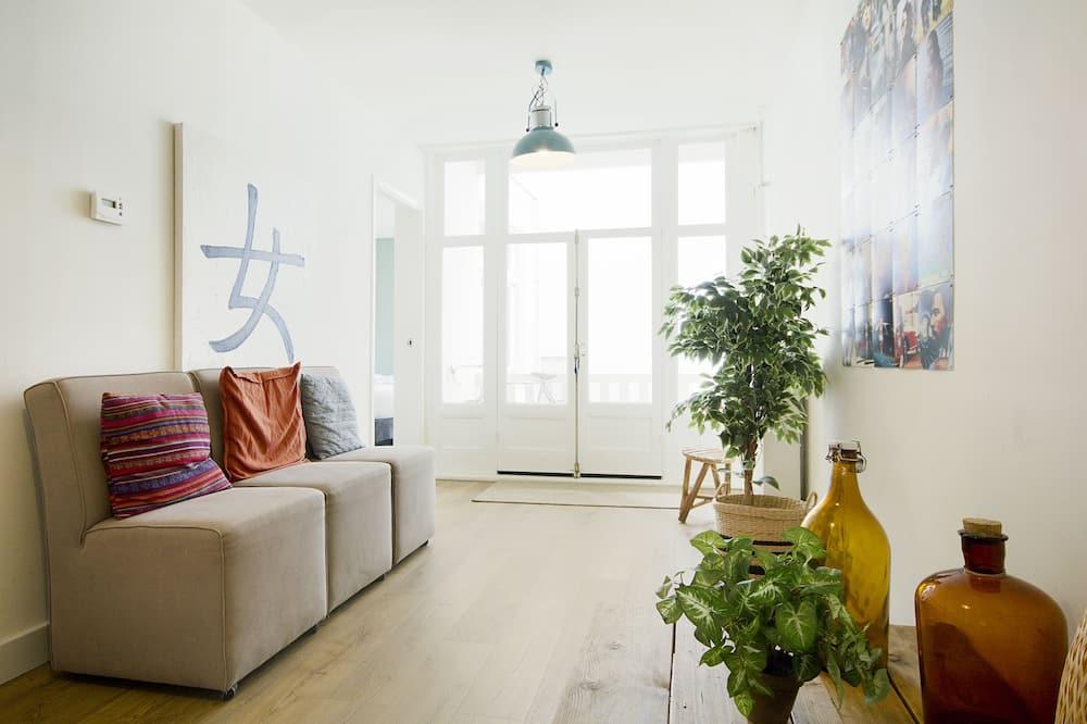 Apartment (72-2: Rembrandtpleinhouse B) - Living Room