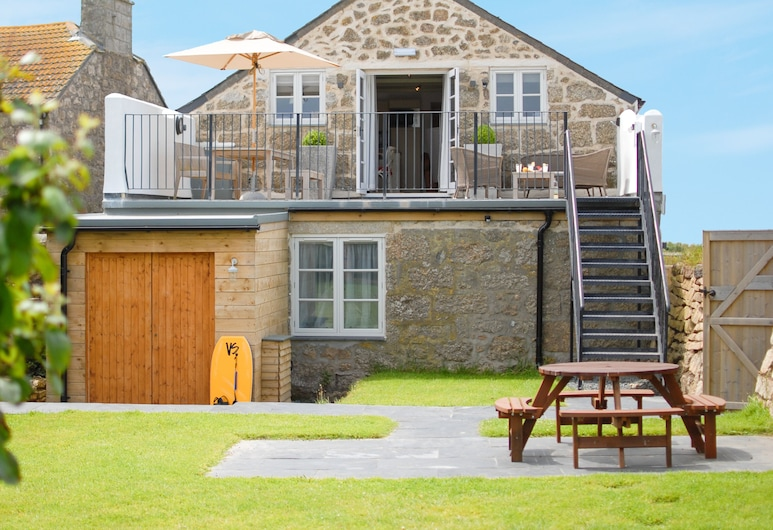 The Saddle and Stable Rooms, Penzance, Inngangsparti