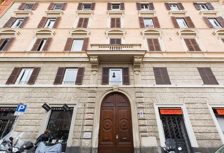 羅馬渡假公寓飯店, 羅馬