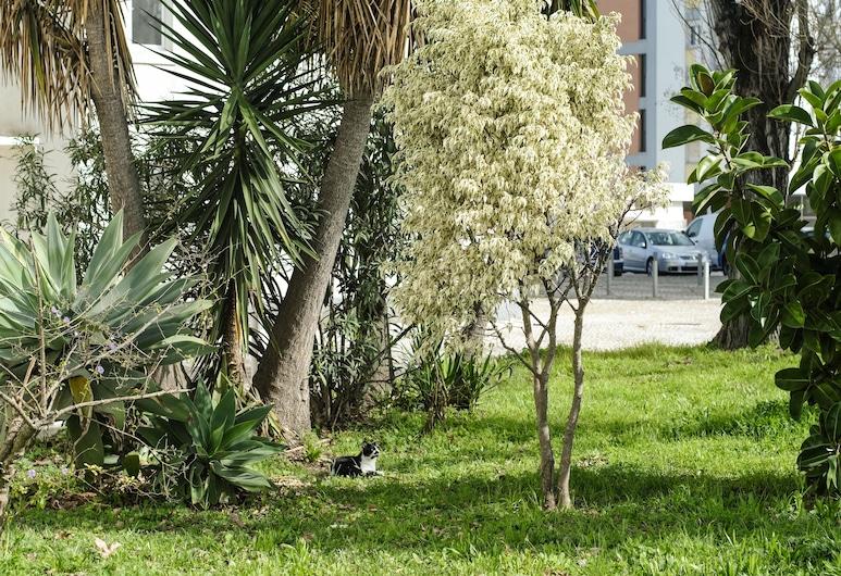 06 Olive Grove Apartment, Lisbon, Garden