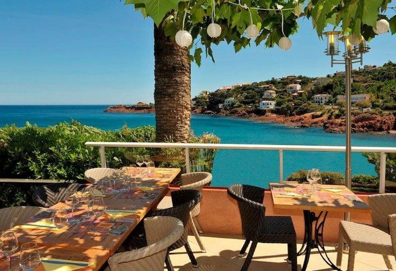 Les Flots Bleus, Saint-Raphaël, Restauration en terrasse