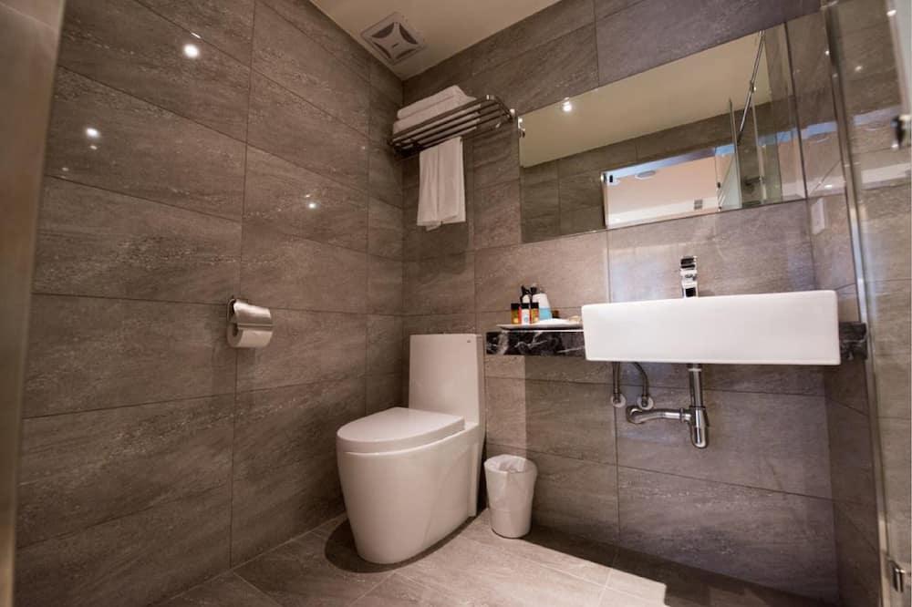 Deluxe Quadruple Room, 2 Double Beds, Non Smoking, City View - Bathroom