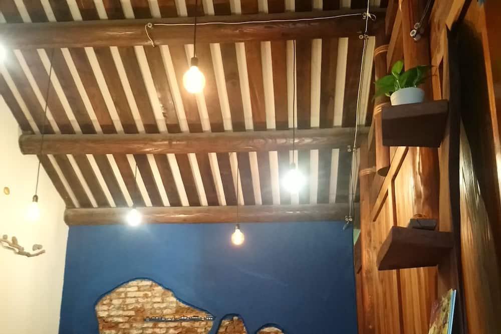 Gallery Dağ Evi (Only 1 room open for 4 guests) - Oturma Alanı