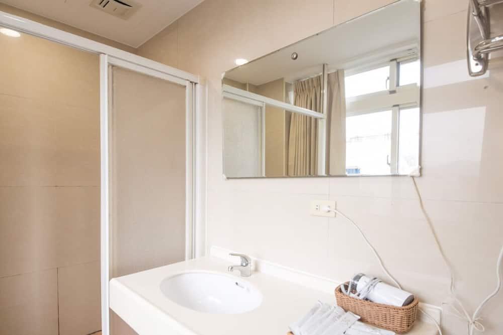 Habitación Confort con 1 cama doble o 2 individuales, 2 camas dobles, para no fumadores - Baño