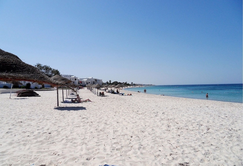 Superb Beachfront Apartment, سوسة, الشاطئ