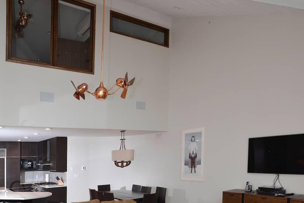 Soukromý byt, 4 ložnice - Obývací pokoj