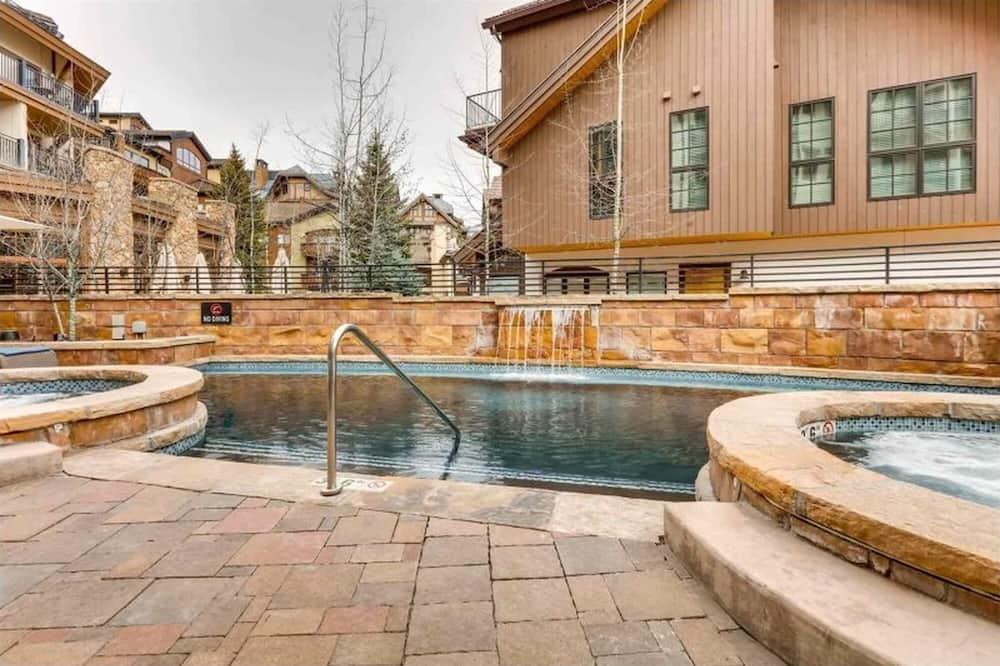Soukromý byt, 4 ložnice - Bazén