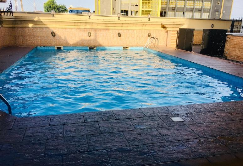 半島飯店與大樓, 萊基, 游泳池