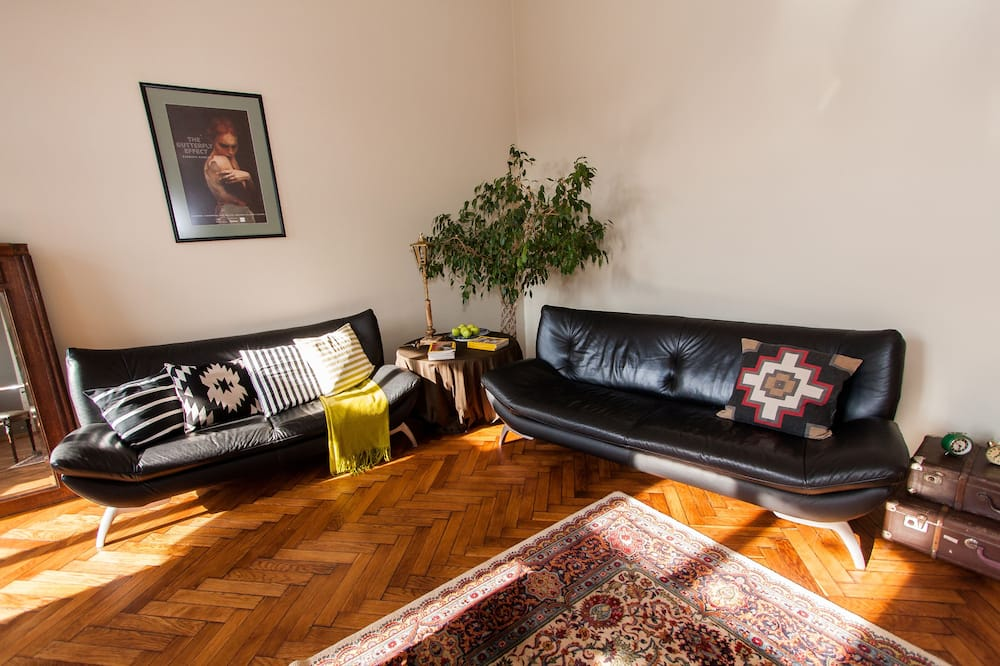 Suite, 2 Bedrooms (King) - Living Area