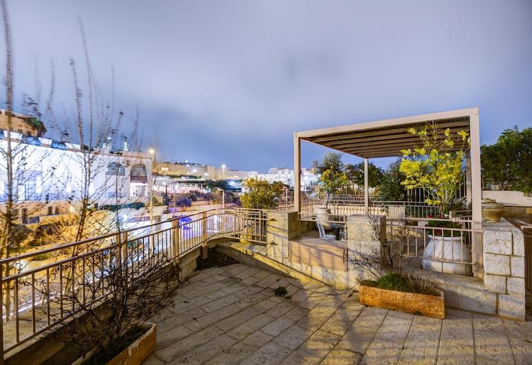 מודרני בסגנון מזרחי עם חניה וג'קוזי, ירושלים