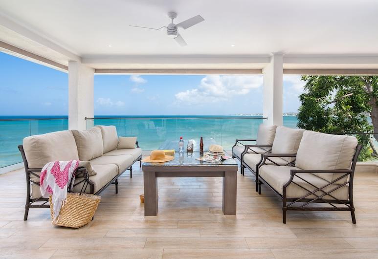 Calablau - A Vacation Rental by Bougainvillea Barbados, Oistins, Teres/Laman Dalam