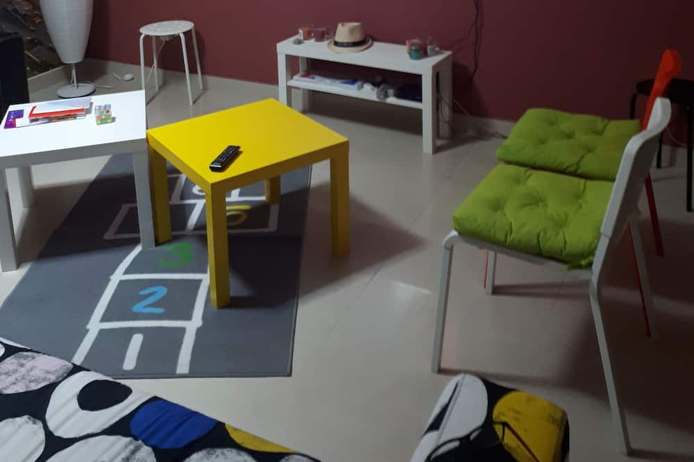 Comfort Shared Dormitory, Multiple Beds, Non Smoking, City View - Living Area