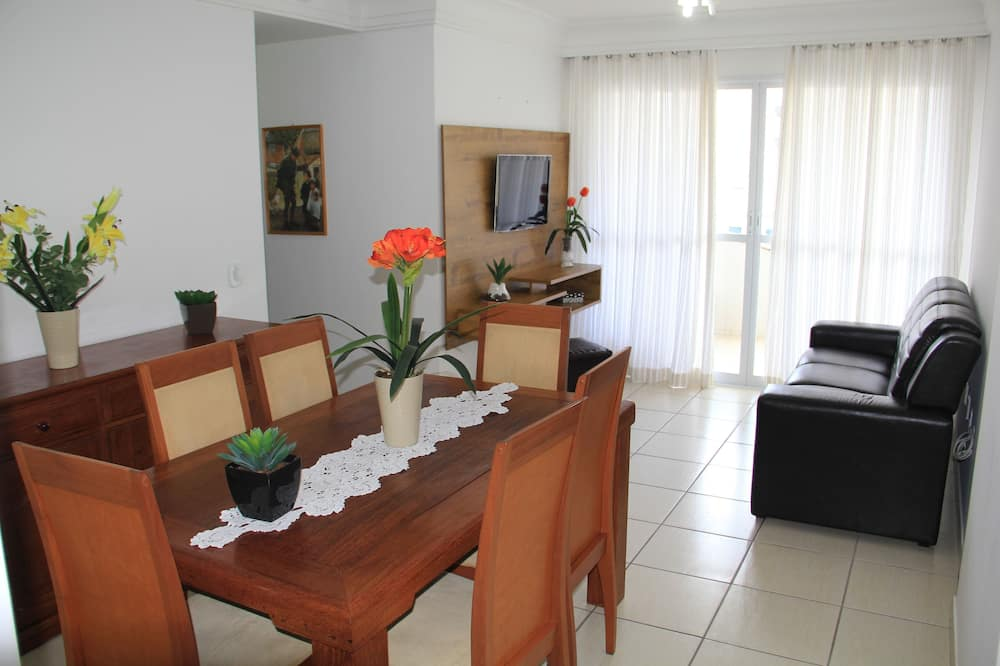 Comfort Apartment, Multiple Beds, Accessible, Partial Sea View - In-Room Dining
