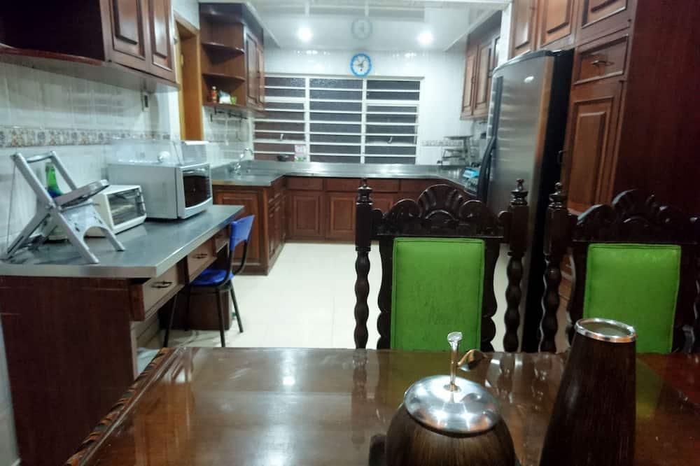 Habitacion Compartida Femenina 2 Camas - Woonruimte