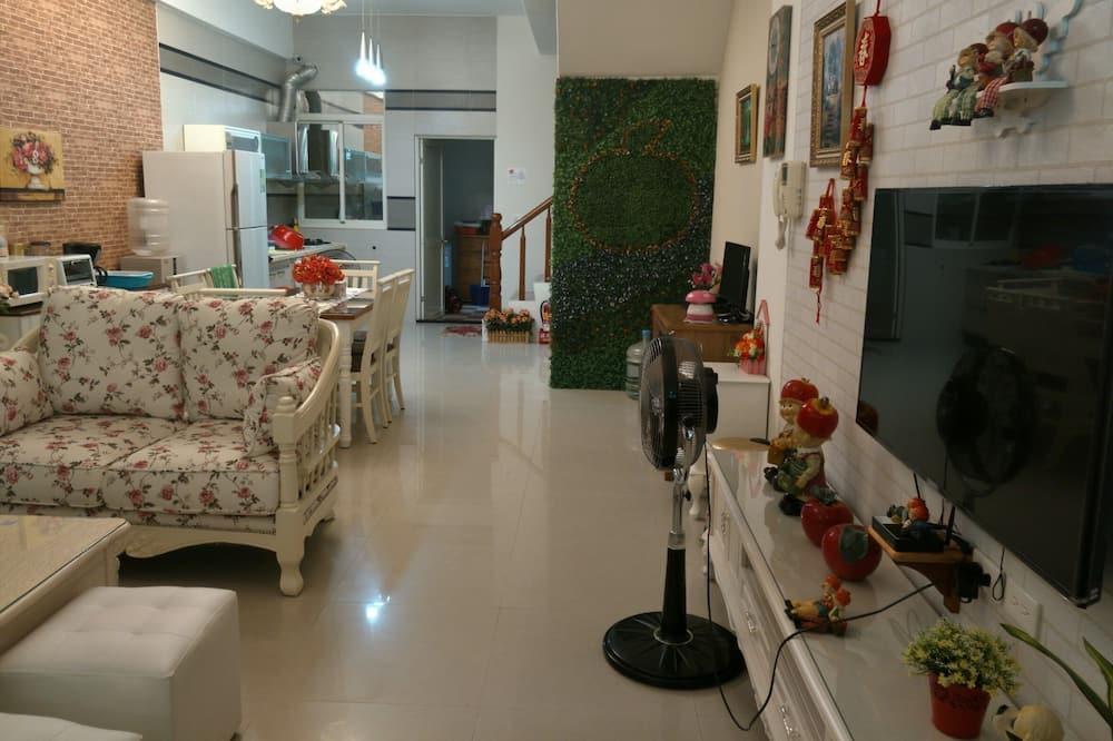 Habitación cuádruple básica, 2 camas dobles, para no fumadores - Sala de estar