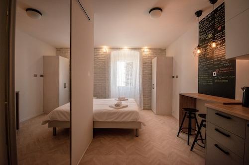 普拉城市開放式公寓飯店/