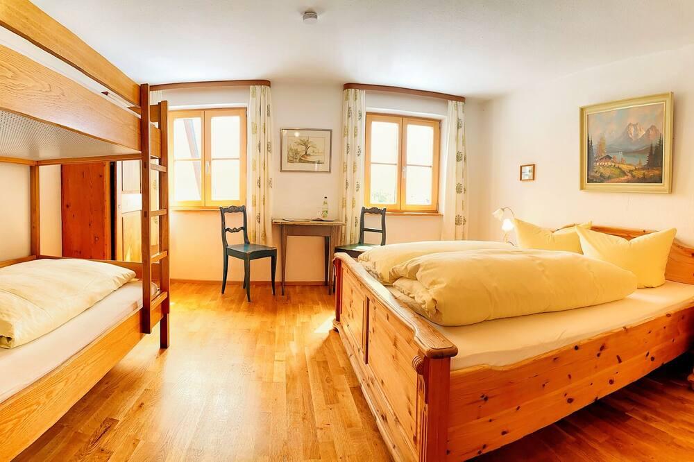 غرفة عادية رباعية - بحمام خاص - منطقة المعيشة