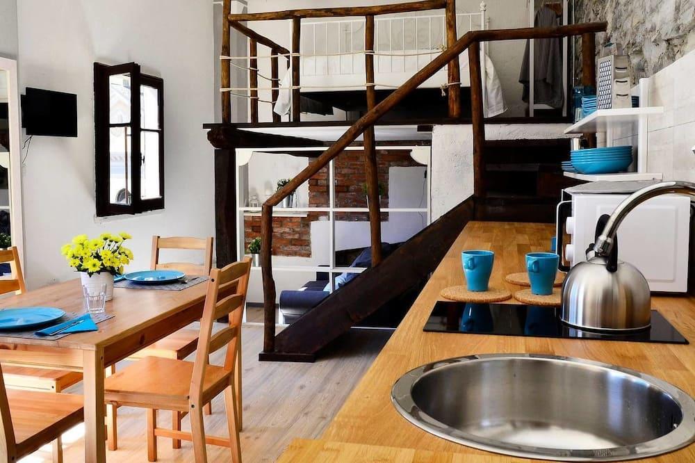 Külaliskorter, 1 magamistoaga, vaade järvele - Einetamisala toas