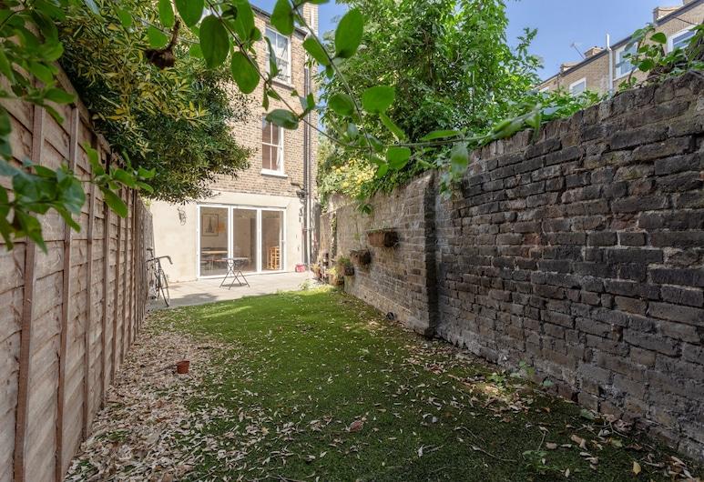 2 Bedroom Flat With Private Garden East London, London, Hotelgelände