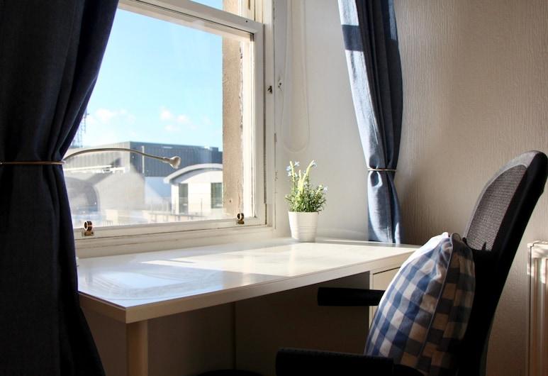 Modern 2 Bedroom Flat in Edinburgh City Centre, Edinburgh, Kamer