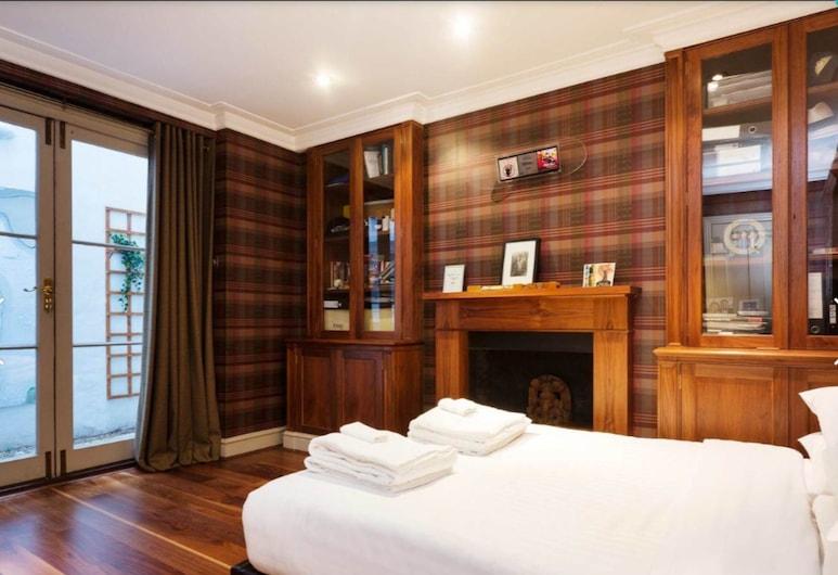 3 Bedroom South Kensington Flat, London, Sisevaade