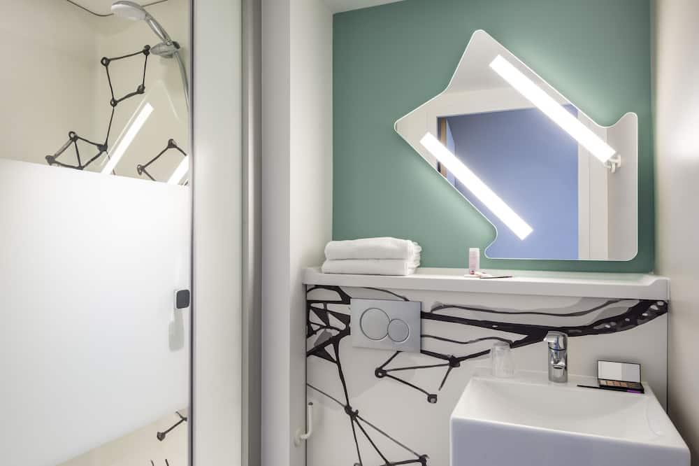 Triple Room, 3 Single Beds - Bathroom