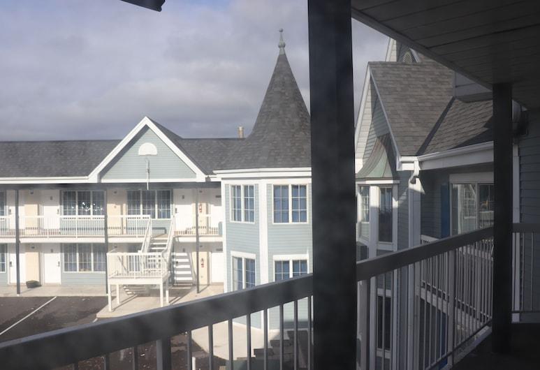Falls Lodge and Suites, Niagara Falls, Hotel Front