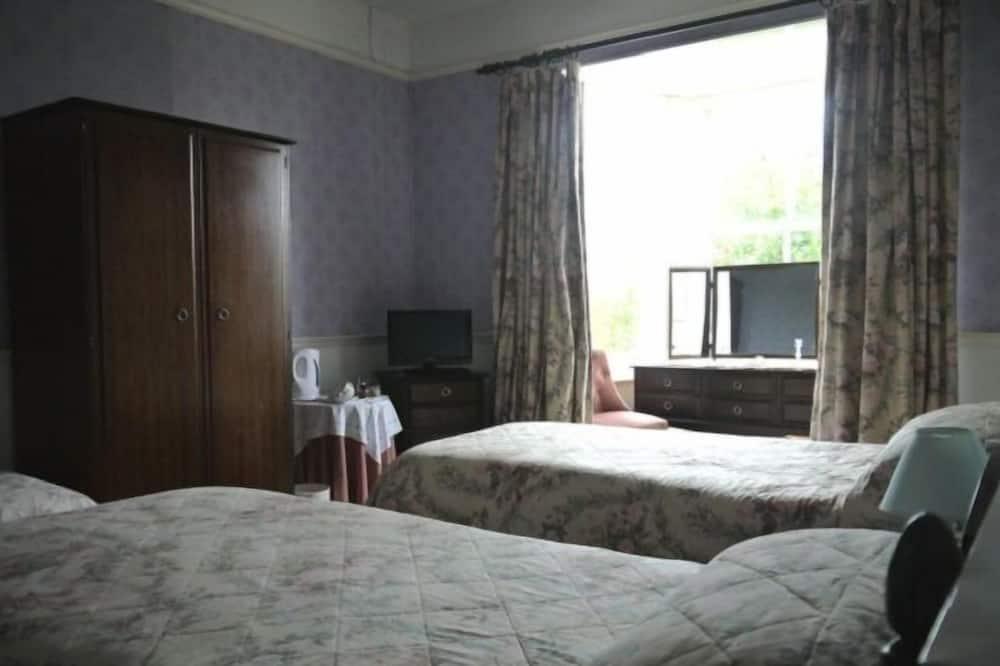 Triple Room, Private Bathroom - Guest Room