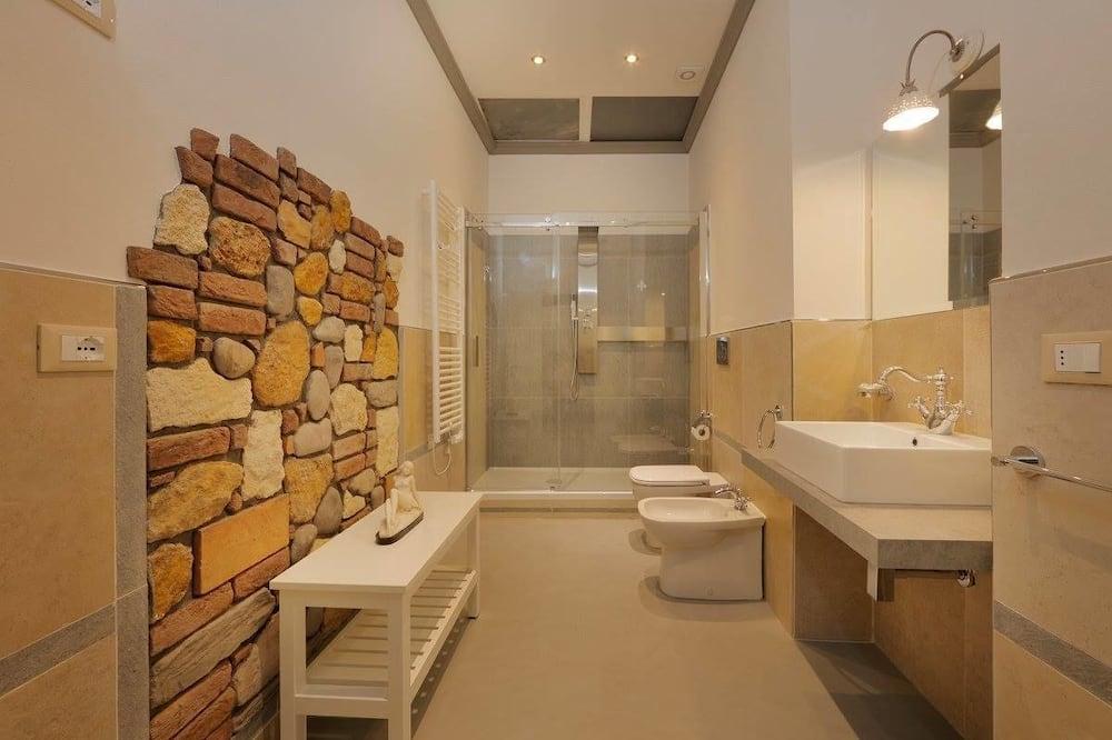 Pagerinto tipo keturvietis kambarys (Artemisia) - Vonios kambarys