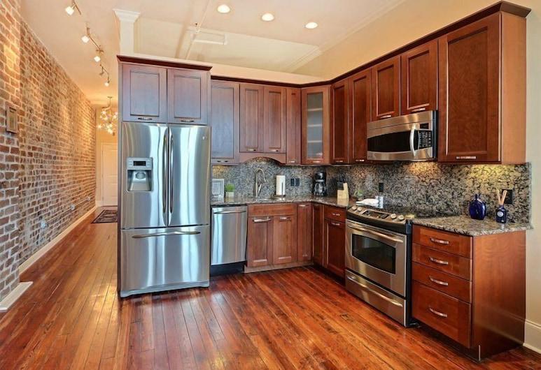 Broughton Escape, Savannah, In-Room Kitchen