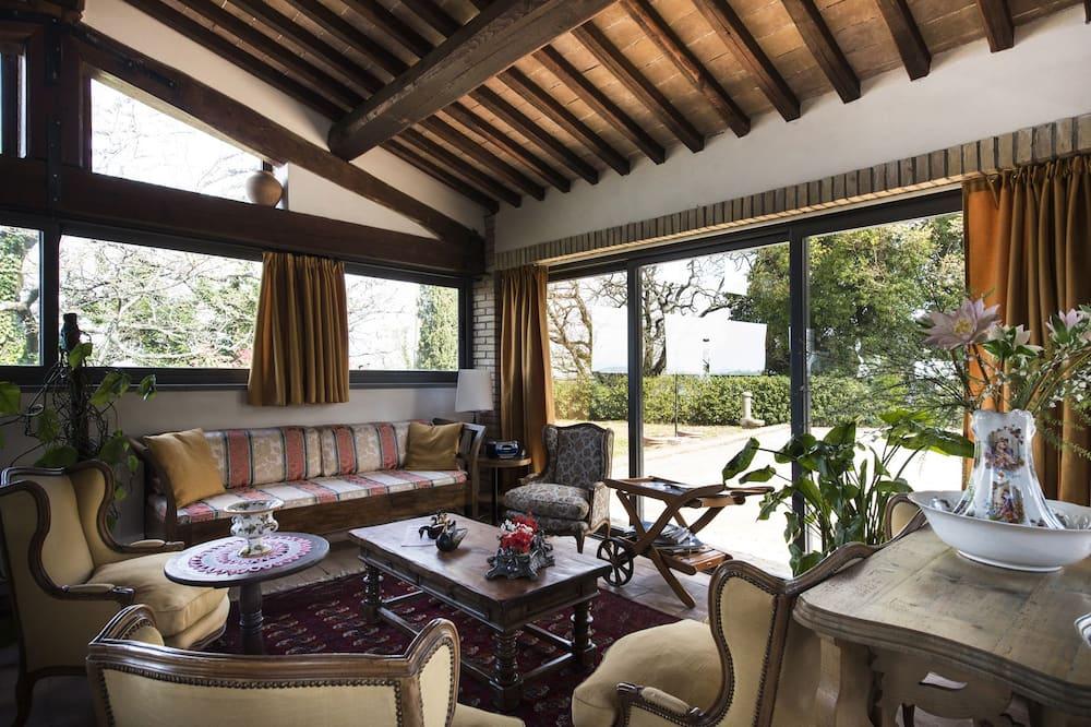 Išskirtinio tipo vila, 4 miegamieji, atskiras baseinas, vaizdas į sodą - Svetainės zona
