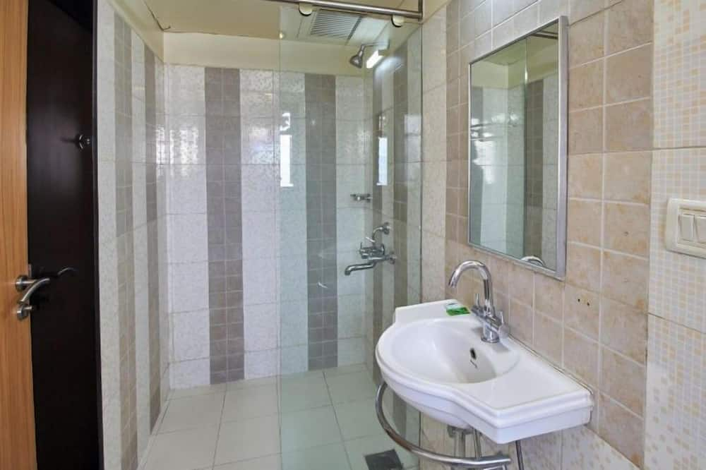 Deluxe Double or Twin Room, Accessible, City View - Bathroom