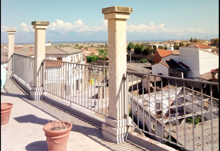 Apartment With 2 Bedrooms in Lagartera, With Wonderful Mountain View and Terrace, Lagartera