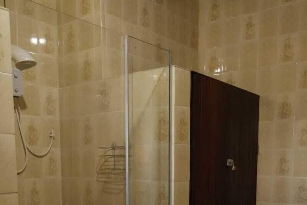 トリプルルーム ベッド (複数台) コートヤードビュー - バスルーム