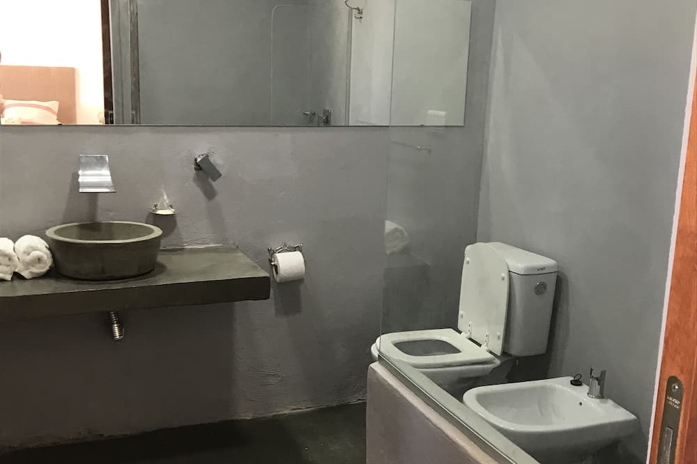 Design Room, Mountain View (Rosa) - Bathroom