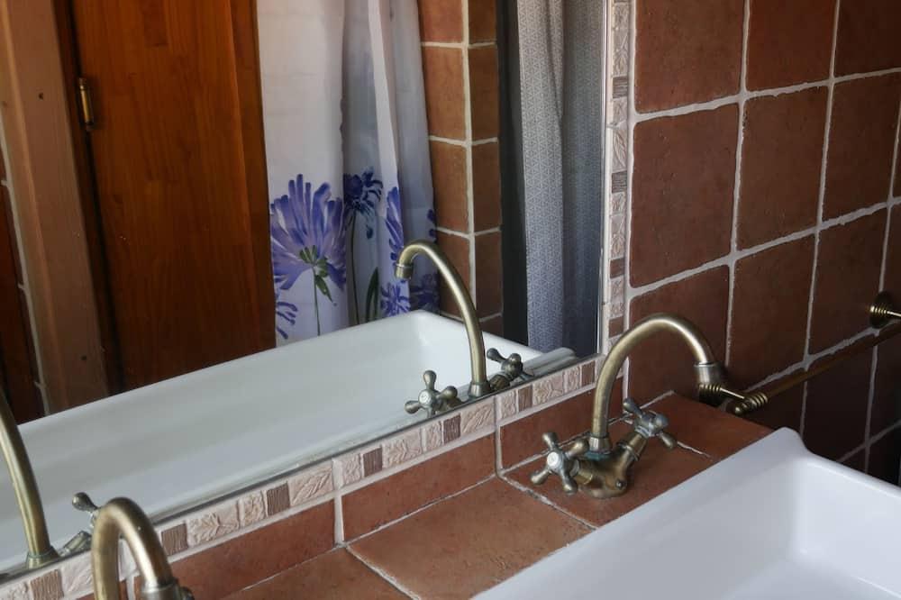 Koplietojuma guļamzāle, koplietojuma vannasistaba (El Bosque Albergue) - Vannasistaba