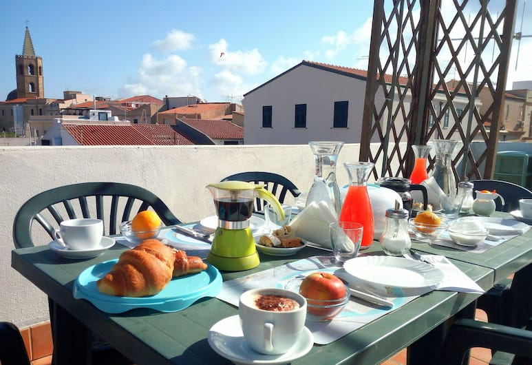 B&B Alguer, Alghero, Tempat Makan Luar